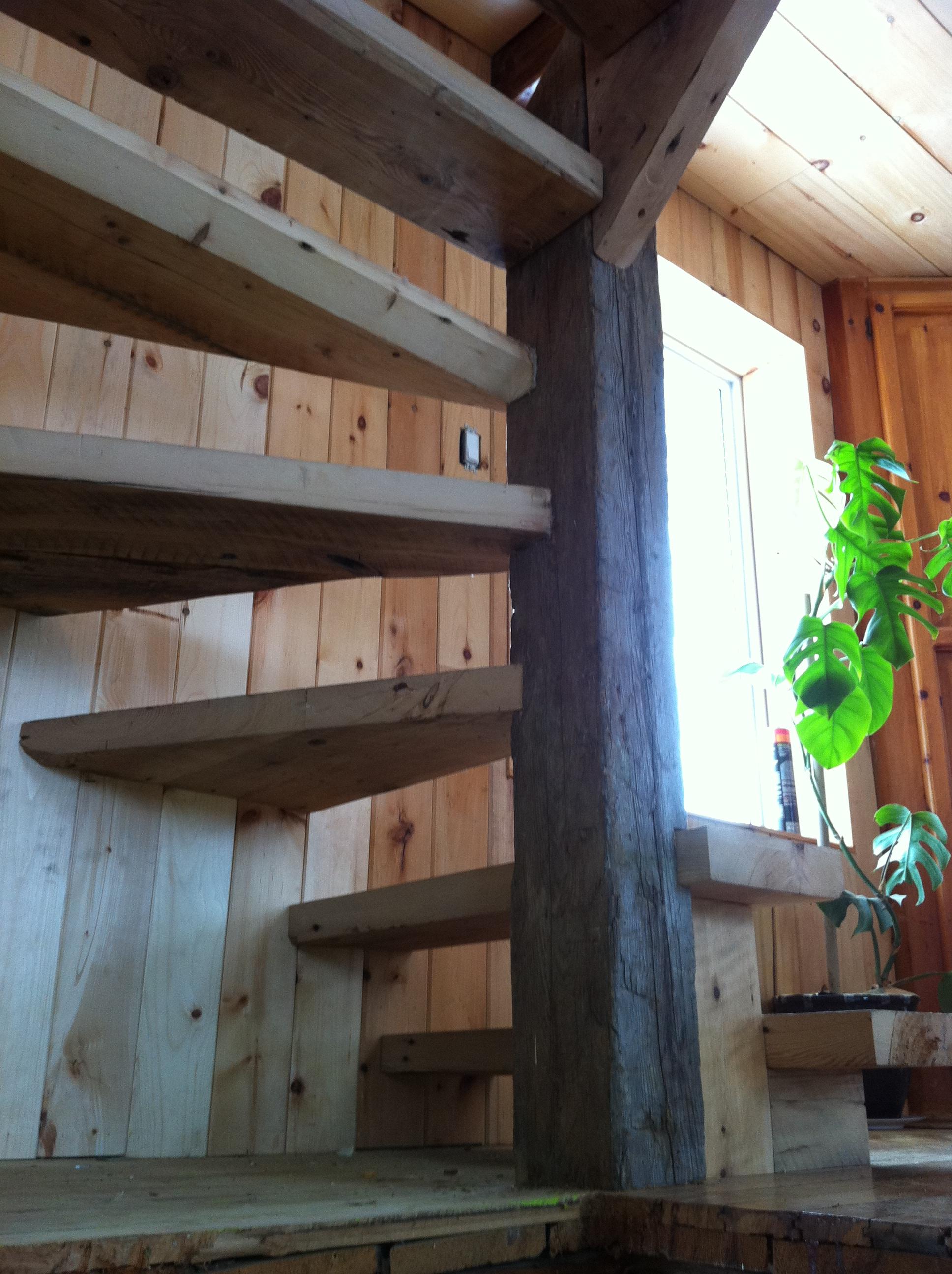 Escalier bois de grange r cup r for Porte de grange bois