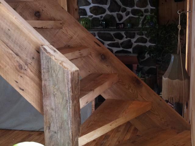 Escalier – bois de grange récupéré